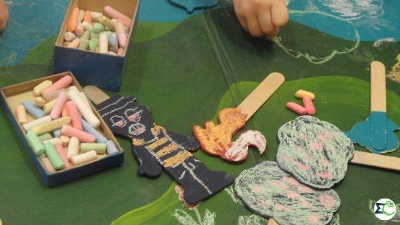 Készül a rabló figurája és a díszlet a Brémai muzsikusok meséhez